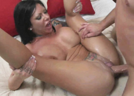 Tattooed Mason squirts while she screws